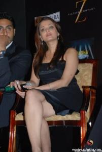 Aishwarya Rai Hot Leg Show Pics In Small Black Dress 2011